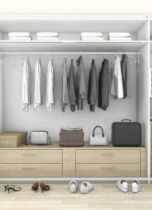 בגדים בחדרי ארונות