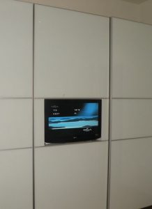 ארון טלוויזיה לבן