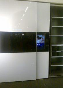 ארון טלוויזיה פתוח